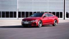 Volkswagen Arteon 2020 versione R-Line: visuale di 3/4 anteriore