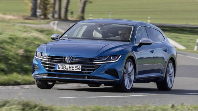 Volkswagen Arteon eHybrid: la berlina tedesca diventa plug-in
