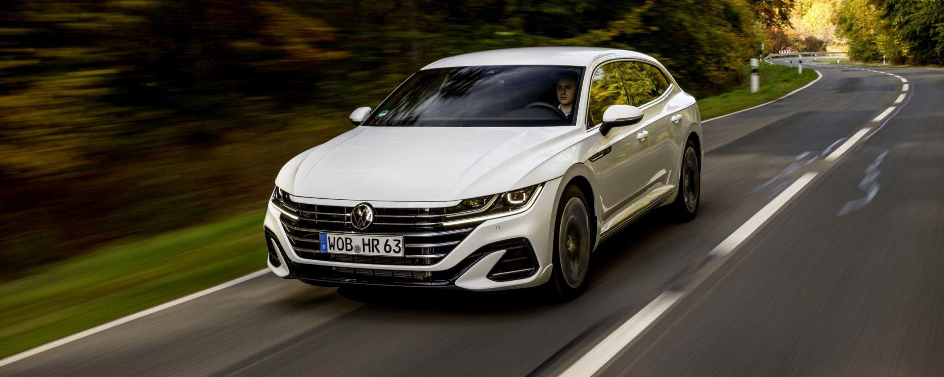 Volkswagen Arteon eHybrid: visuale di 3/4 anteriore