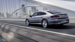Volkswagen Arteon: linee filanti ma spazio a volontà