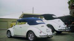 Volkswagen Beetle Huge Bug: i due modelli a confronto visti da dietro