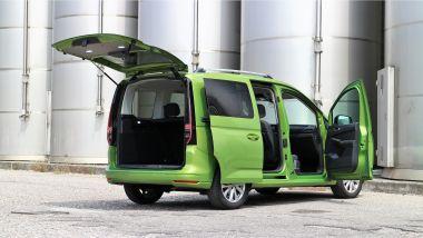 Volkswagen Caddy Kombi Life, 3/4 posteriore, portiere e portellone aperti