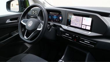 Volkswagen Caddy Kombi Life, il volante e la plancia tutta digitale