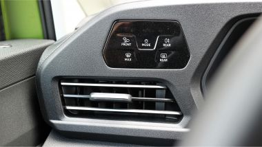 Volkswagen Caddy Kombi Life, tasti a sfioramento per i fari