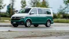 Monovolume Volkswagen Caravelle: prova, interni, prezzi