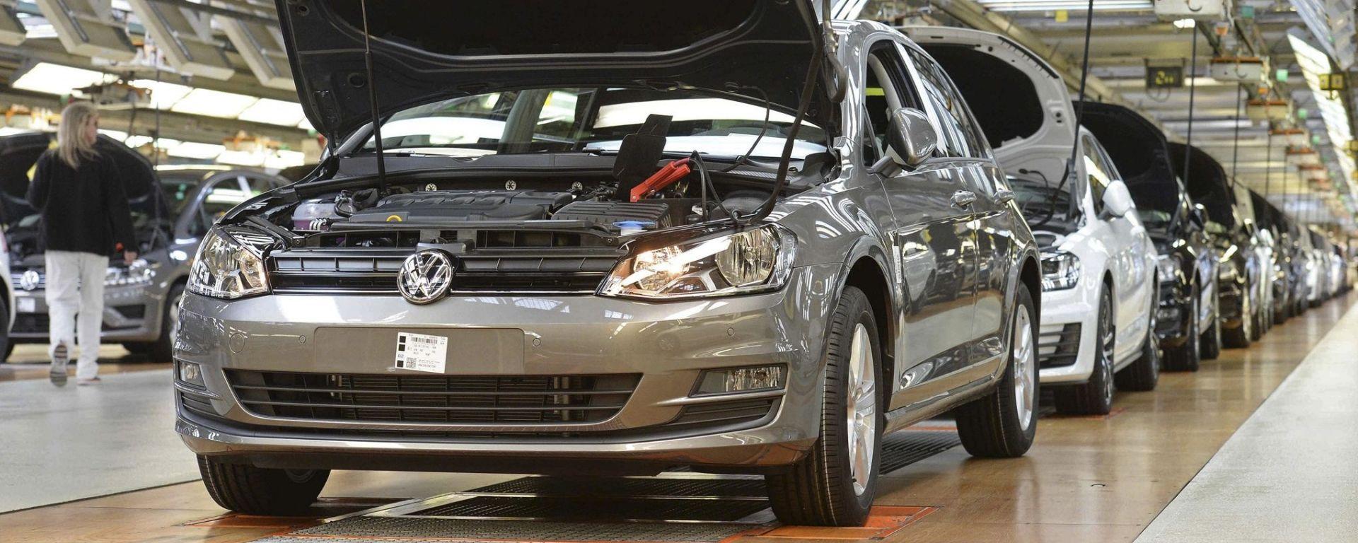 Volkswagen: dal 2026 stop alla produzione di motori a scoppio