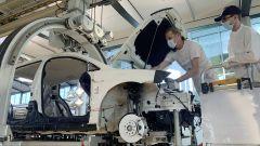 Volkswagen Golf, in fabbrica di Dresda clienti assemblano l'auto