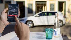 Volkswagen e-Golf: grazie a un'app si possono gestire da remoto alcune funzioni di base