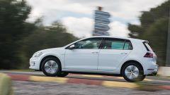 Volkswagen e-Golf: il comportamento stradale è votato al comfort