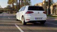 Volkswagen e-Golf: le batterie danno un'inerzia che, se si guida in maniera esuberante, viene tagliata dall'elettronica