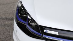 Volkswagen e-Golf: numerosi gli inserti in colore blu
