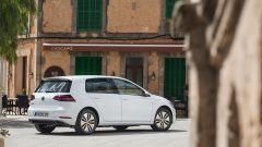 Volkswagen e-Golf: vista 3/4 posteriore