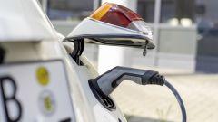 Volkswagen eBeetle (eKafer), il Maggiolino elettrico: la presa di ricarica è nascosta sotto al fanale