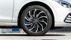 Volkswagen Golf 1.0 eTSI DSG Life, cerchi opzionali da 17 pollici