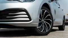 Volkswagen Golf 1.0 eTSI DSG Life, dettaglio del fascione