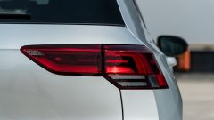 Volkswagen Golf 1.0 eTSI DSG Life, il fanale posteriore