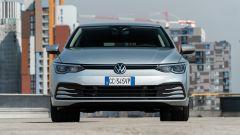 Volkswagen Golf 1.0 eTSI DSG Life, il frontale