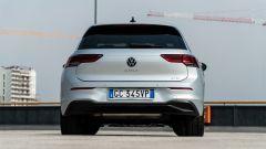 Volkswagen Golf 1.0 eTSI DSG Life, il posteriore