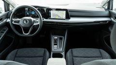 Volkswagen Golf 1.0 eTSI DSG Life, la plancia