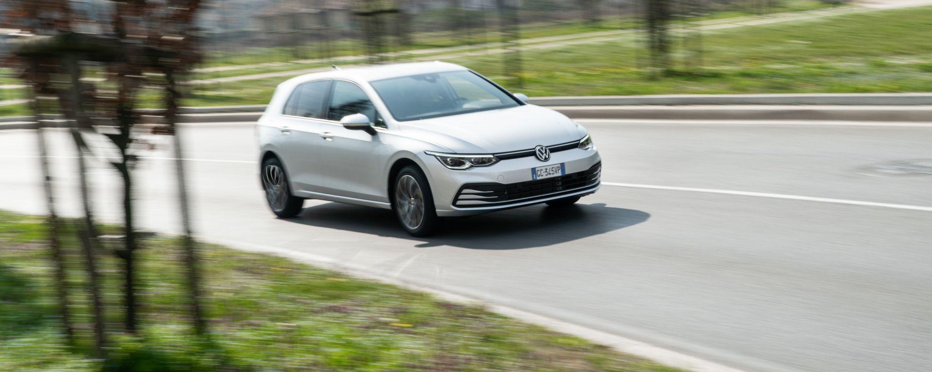 Volkswagen Golf 1.0 eTSI DSG Life, la prova su strada