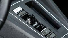 Volkswagen Golf 1.0 eTSI DSG Life, levetta di comando del cambio DSG