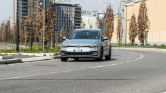 Volkswagen Golf 1.0 eTSI DSG Life, un momento del test drive