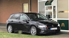 Volkswagen Golf 8 2019: la foto spia da Mc Donald's