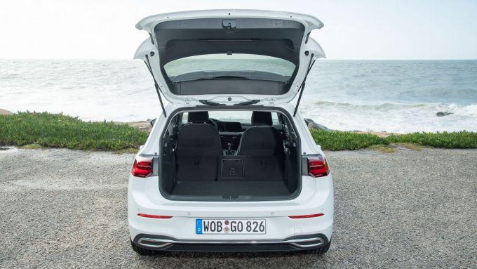 Volkswagen Golf 8, bagagliaio da 380 litri