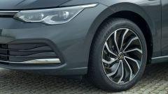 Volkswagen Golf 8, nuovo design dei cerchi a turbina