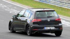 """Volkswagen Golf 8: nuove foto """"rubate"""" - Immagine: 12"""