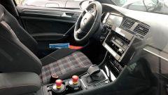 """Volkswagen Golf 8: nuove foto """"rubate"""" - Immagine: 15"""