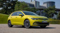 Volkswagen Golf eHybrid: visuale di 3/4 anteriore