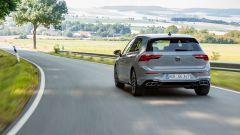 Volkswagen Golf eTSI: visuale posteriore