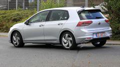 Volkswagen Golf GTE 2020: vista 3/4 posteriore