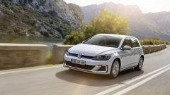 Volkswagen Golf GTE restyling: il disegno di paraurti e fari è variato