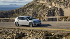 Volkswagen Golf GTE restyling: la velocità massima è di 222 km/h