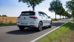 Volkswagen Golf GTE: visuale di 3/4 posteriore