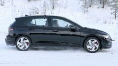 Volkswagen Golf GTI 2020, foto spia: vista laterale