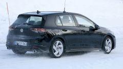 Volkswagen Golf GTI 2020: visuale di 3/4 posteriore