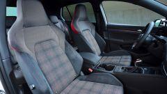 Volkswagen Golf GTI con cambio manuale: i sedili sportivi