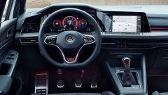 Volkswagen Golf GTI con cambio manuale: il posto di guida