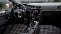 Volkswagen Golf GTI: i sedili hanno la classica fantasia tartan