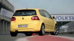 Volkswagen Golf GTI Mk V Pirelli: visuale di 3/4 posteriore