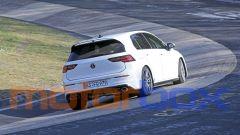 Volkswagen Golf R 2020, il diffusore posteriore sembra provvisorio