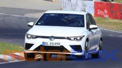 Volkswagen Golf R 2020, nelle prese d'aria c'è un particolare che sembra posticcio