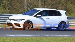 Volkswagen Golf R 2020, strano il rigonfiamento davanti alla portiera