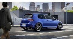 Volkswagen Golf R: al posteriore c'è un accenno di spoiler