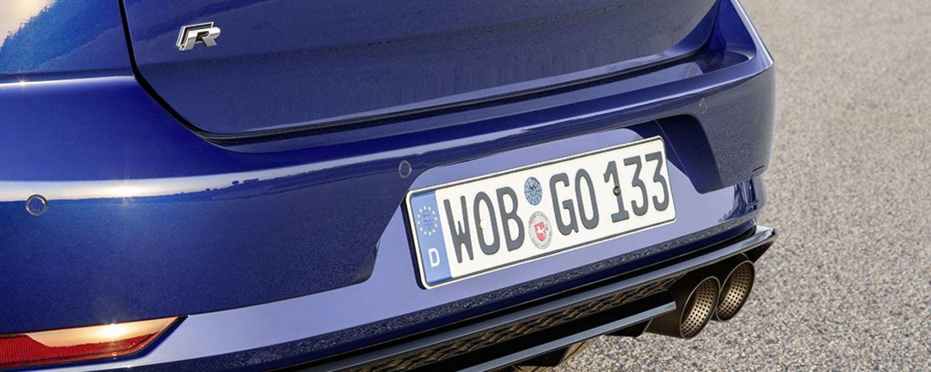 Volkswagen Golf R: dettaglio dello scarico Akrapovic