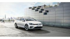 Volkswagen Golf R: l'allestimento R porta tratti da sportiva con motorizzazioni più tranquille
