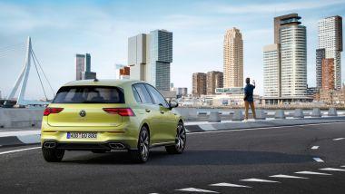 Volkswagen Golf R-Line: visuale di 3/4 posteriore